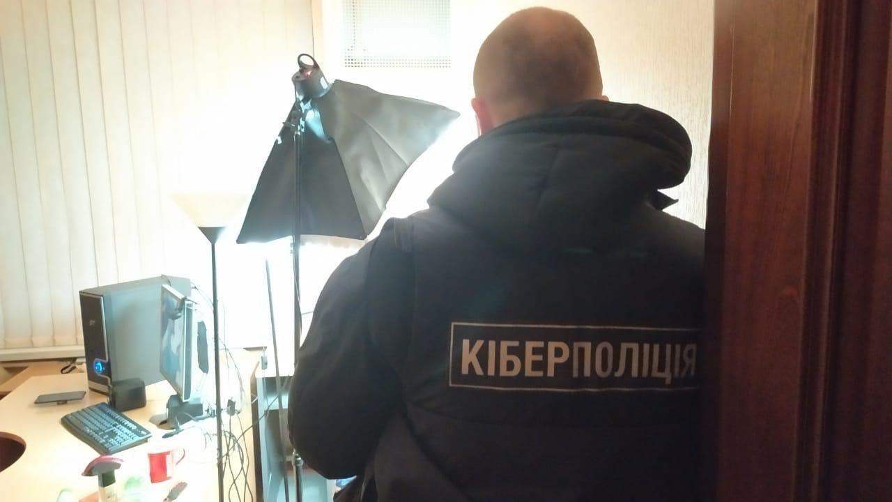 Результат пошуку зображень за запитом На Львівщині працівниця банку привласнила гроші клієнтів на суму 1 мільйон: справу розглядають у кіберполіції